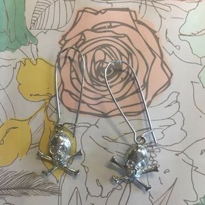 Silver Skull 💀 and Crossbones Earrings